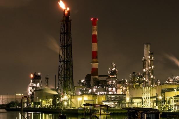 東亜石油方面の工場夜景は、ファンの間でも人気が高い