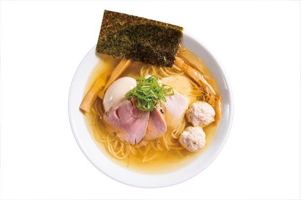 途中で柚子七味を入れ、違った風味も楽しめる「特製地鶏 塩」