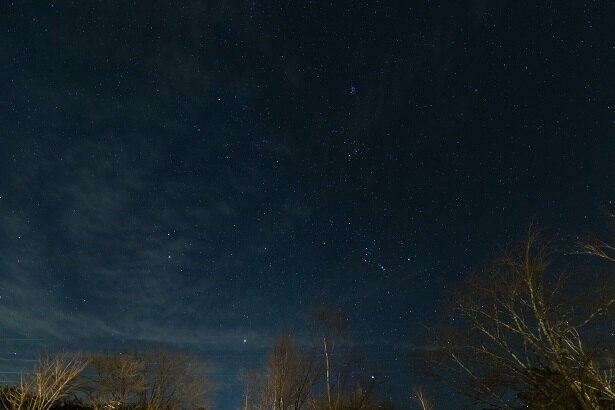 都会では、街の光やガスのせいで見ることが難しい星。満天の星空を見に、ぜひ出かけてみてほしい