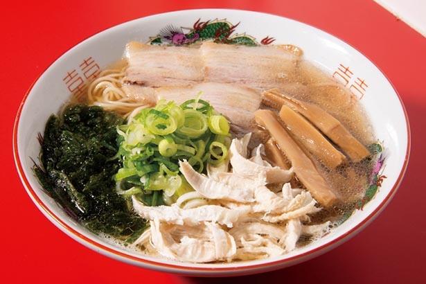 ベースになる中華そばの旨味と、風味豊かな磯の香りも楽しめるトッピングがおすすめ