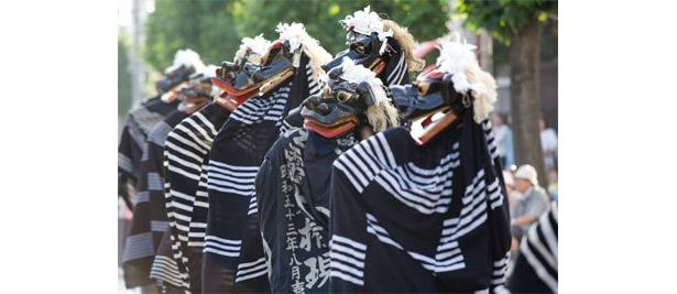 青森県八戸(はちのへ)市の神事芸能で、獅子頭による様々な舞と一斉歯打ちが特徴「法霊神楽(ほうりょうかぐら)」