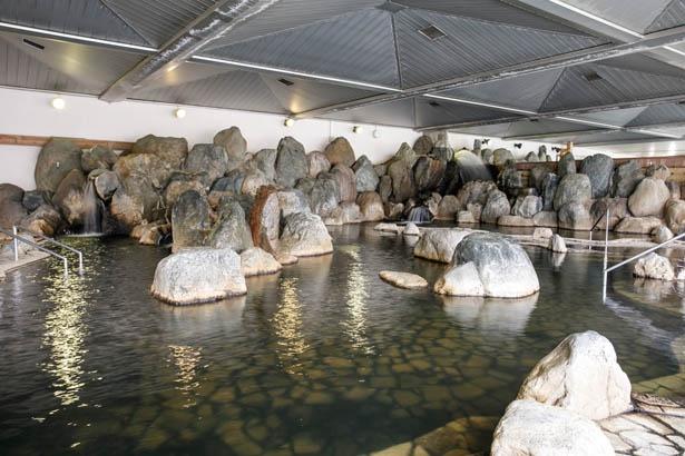 50度と28度の源泉をかけ合わせ、加水や加温の必要がない絶妙な湯加減 / 尾張温泉東海センター