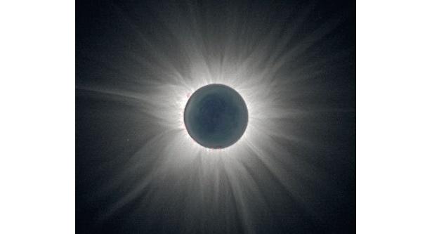 日本での皆既日食は46年ぶり。今年は希少な事例が頻発する?(写真撮影=福島英雄)