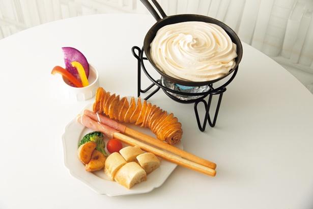 チーズムースが軽い食感の、天使のふわふわチーズフォンデュ(980円)/CHEESE ALL STAR 中崎