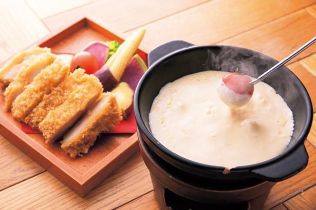 チキンと6種野菜のチーズフォンデュ(1280円)はバゲットお代わり無料/カフェ ジャンブーカ