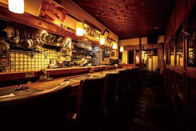 パフォーマンスも楽しいカウンターは完全予約制/ザ・洋食屋キチキチ