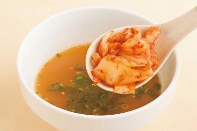 「麺つゆ亭」辛味噌味のオススメトッピングは、キムチ。韓国風に