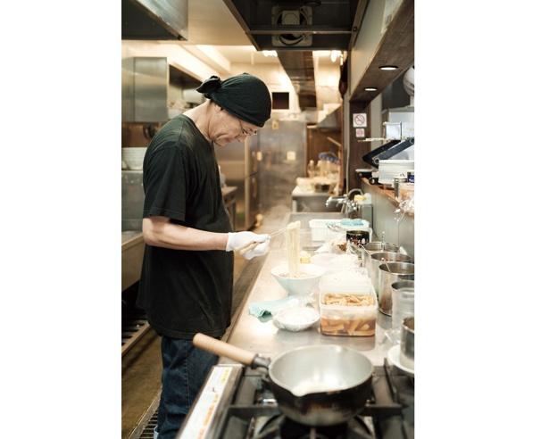 「スープ作りにゴールはなく、日々進化中!」と、店主の森正美さん / 中華そば 味万