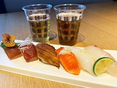 和×クラフトの新体験!写真は、スプリングバレーブルワリー京都のフラッグシップビール2種、寿司6貫がついた「どんぴしゃペアリングセット」