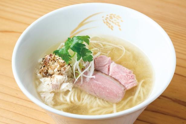 「炙り真鯛らーめん」(850円)は、鯛の旨味をとことん引き出した絶品スープと、こだわりの自家製麺が美味な1杯 / 麦の道 すぐれ