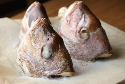 市場直送の真鯛のアラを1杯当たり約1尾分使用するのがこだわり。臭みを抑え、旨味を際立たせている / 麦の道 すぐれ