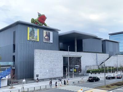 兵庫県立美術館へは阪神本線「岩屋駅」から南へ徒歩約8分