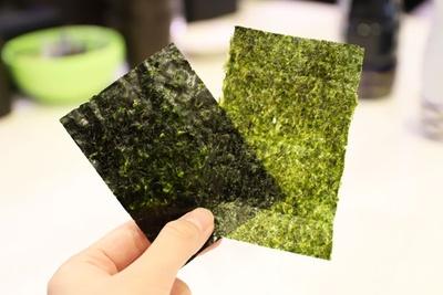 左が「有明産 令和元年初摘み海苔」、右が通常の海苔