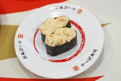 博多めんたいの辛味とエビのプリっとした食感がアクセントを加える「海老めんたい軍艦」(二貫・100円)