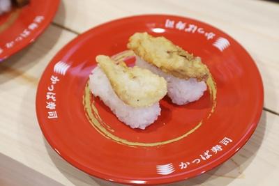 淡泊な味わいのブリの白子は、天ぷらにぴったり!「鹿児島県産ぶり白子天にぎり」(二貫・100円)