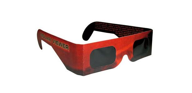 目を傷めずに観測できる日食観望用メガネもブレイクするかも!?