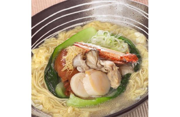 豪華な食材が味わえる、「ふくちゃんラーメン」の冬麺「塩のソナタ」(950円)