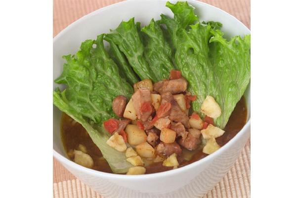 数十種類のスパイスを調合したルーは独特のとろみを持つ。「支那そばや」の冬麺「ホッと一息」(980円)