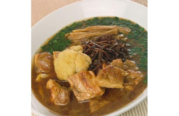 スープのベースは冬が旬のカリフラワー。「けやき」の冬麺「カリフラワーと鶏肉のハーモニー」(900円)