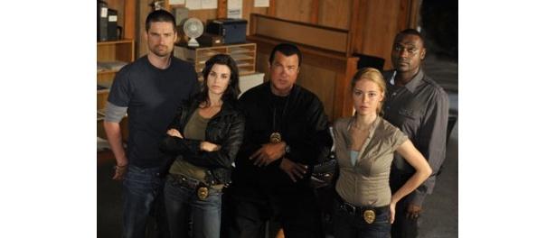 セガール扮するリーダーのケインとシアトル警察特別捜査隊(SIU)のメンバーたち