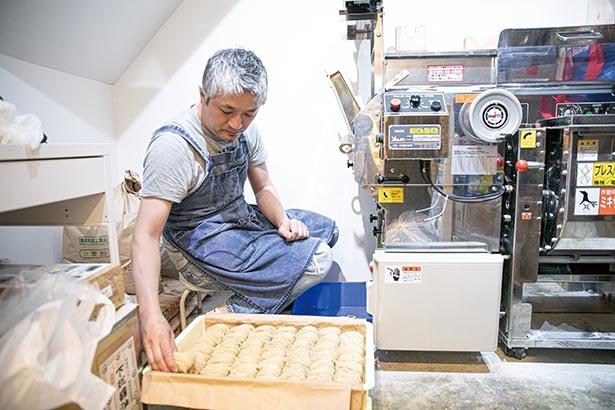 店内に製麺機を完備。「まだまだおいしくできる」と今も試行錯誤を繰り返す