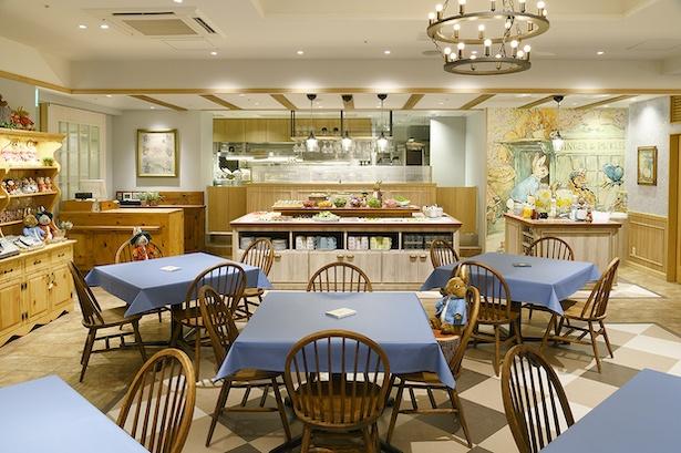 木の温もりあふれるピーターラビット(TM)カフェ 横浜ハンマーヘッド店