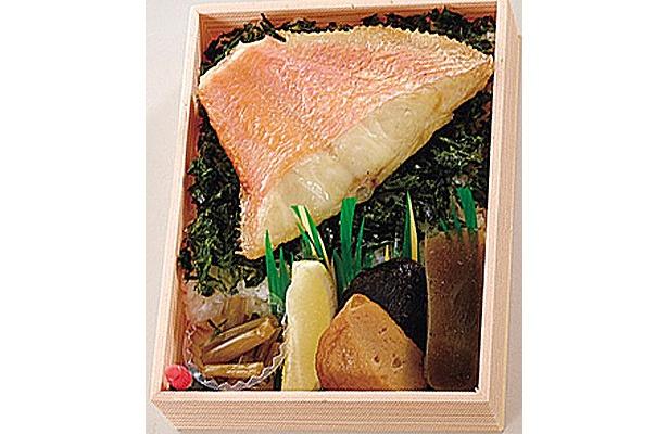 珍しい焼き魚の弁当!?「とろ金目の塩焼き弁当」(1000円)