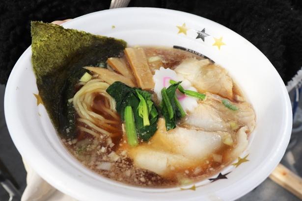 【写真を見る】豚骨スープに生姜と醤油が香る「雪国長岡!芯から温まる生姜醤油ラーメン」 / 新潟拉麺協同組合(ちょび吉)