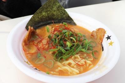 ジャガイモが溶けたスープの独特な口当たりがクセになる!「札幌芳醇炙りじゃが白湯味噌」 / in EZO