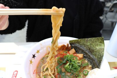 濃厚なスープと縮れ太麺がよく絡む! / in EZO