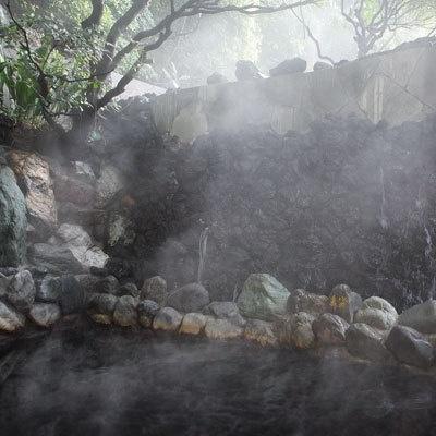 滝見風呂の風呂底には五色石が敷き詰められている