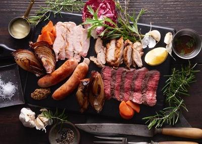 キハチセレクトの肉料理をこだわりの焼き加減で楽しめる