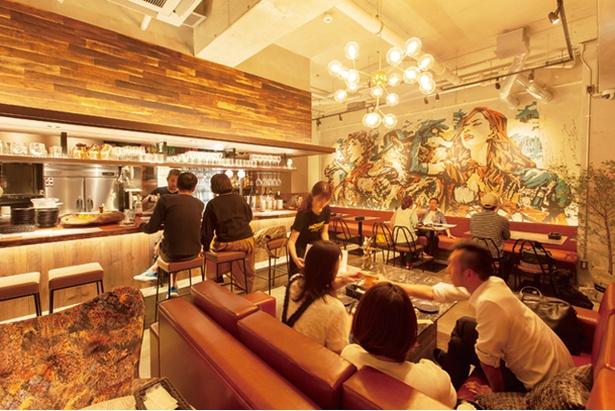 イラストレーター・山本勇気氏による壁画が店内を彩る / SPAIN CAFE&BAR DANRO