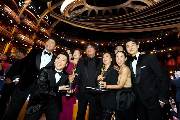 『パラサイト 半地下の家族』が4部門を受賞し、歴史的な授賞式となった第92回アカデミー賞