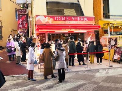 オープン時は開店前から160人以上の大行列 ※画像は平日の行列風景