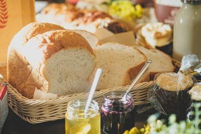 「もちもちしっとり全粒粉生食パン」(2斤760円)