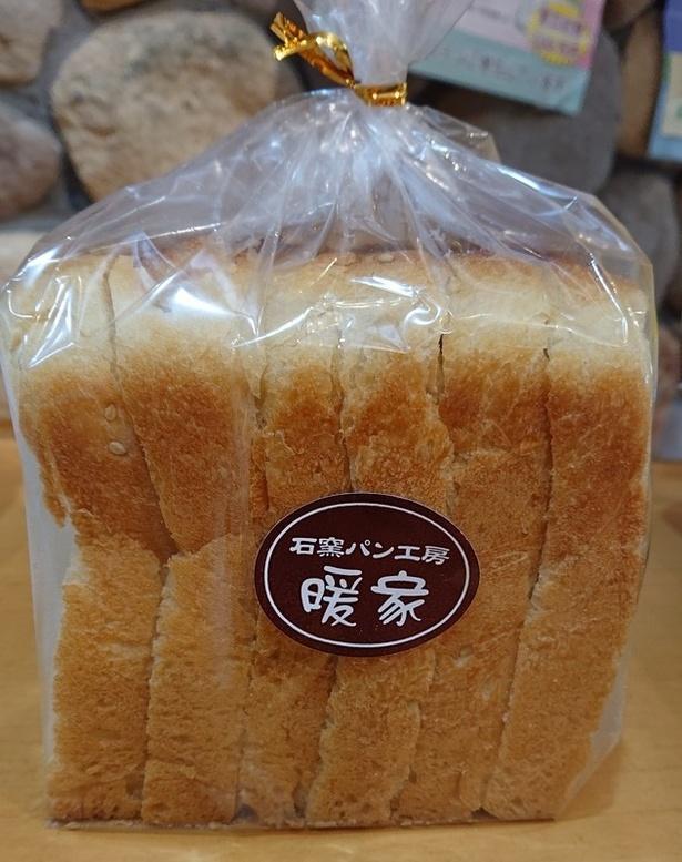 「食パン暖家」(421円)は、良質素材のみを使った店の看板商品
