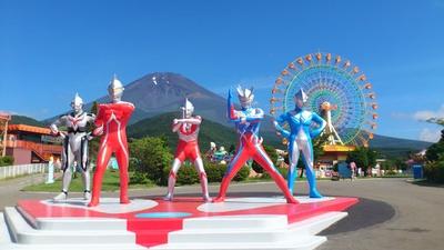 富士山をバックに、歴代のウルトラヒーローと写真を撮ろう