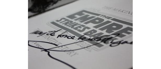 ジョージ・ルーカスのサインは「GL」2文字のみのサインがほとんどで、メッセージ付きのサインは超レア