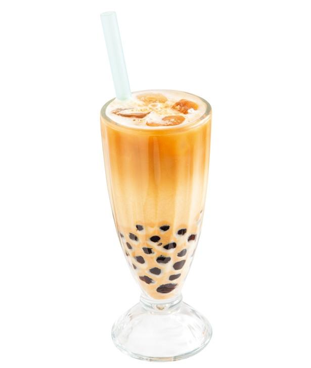 【写真を見る】きなこカフェラテ+タピオカ(650円)。香ばしいきな粉が大さじ1杯とたっぷり。エスプレッソの苦味も秀逸な一杯/味庵茶坊