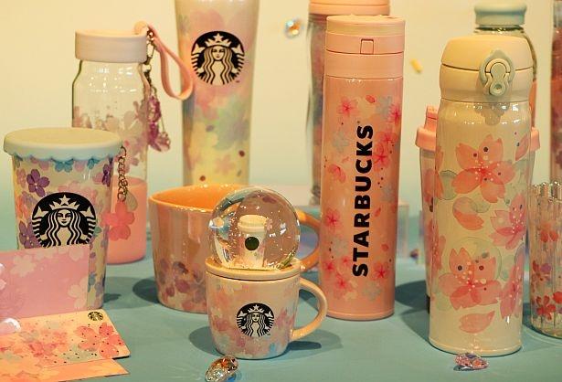 【写真】SAKURAシリーズ第2弾グッズ、スノードーム付きのカップがキュート!