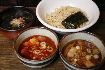 つぼやつけ麺¥680ほか、期間限定メニューなど