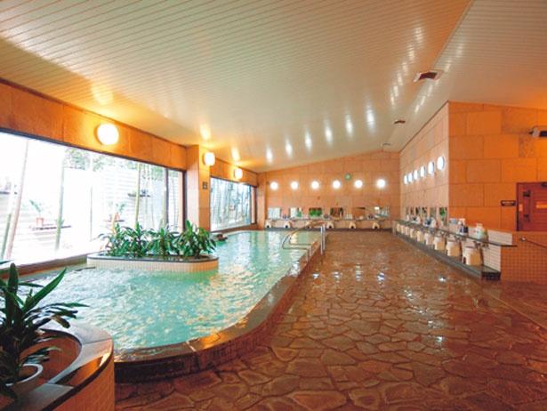 全身浴、泡沫湯などバラエティ豊かな風呂がそろう大浴場。平日限定で風呂で文庫本が読める「お風呂でブンガク」を実施/有馬温泉 メープル有馬