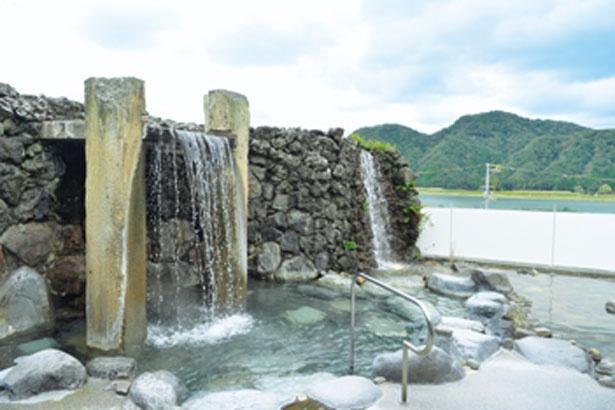 七湯の一つ「駅舎温泉 さとの湯」/お宿 白山 花まんだら 湯亭 花のれん