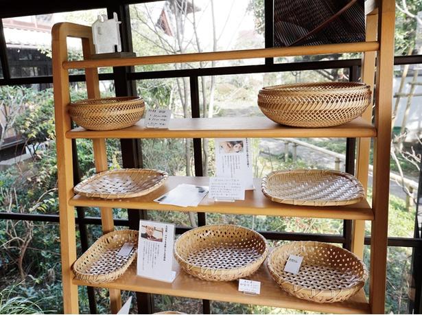 冨士屋 Gallery 一也百 / ショップでは別府竹細工など名産品が並ぶ