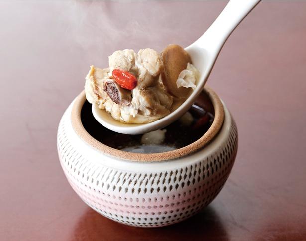 低温スチーム&ドライ薬膳レストラン 蒸士茶楼 / コースに付く薬膳滋養汽鍋スープ。体に優しい