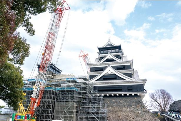 熊本城 / 20年春に特別見学通路が開通。今後、21年春には長塀と天守閣が復旧し、天守閣内部まで見学が可能になる