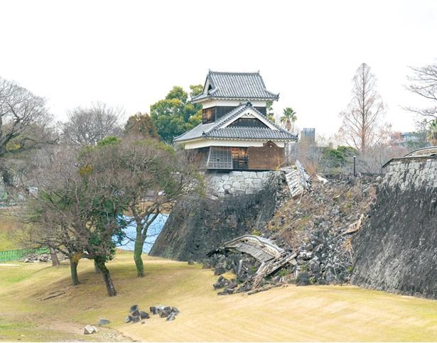 熊本城 / 戌亥櫓脇の石垣が一部倒壊した様子も確認できる