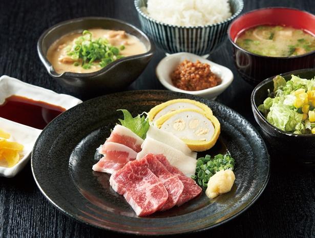 【写真を見る】熊本ホルモン / ご飯に合う特製の馬肉味噌が付いた「馬刺し定食」(1500円)