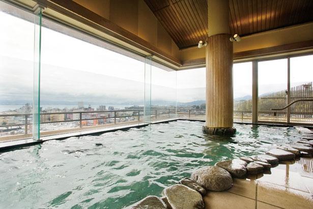8階の「湖望の湯」など、日帰り利用では男女各5種の風呂に入浴可。館内湯巡りを存分に/湯元舘